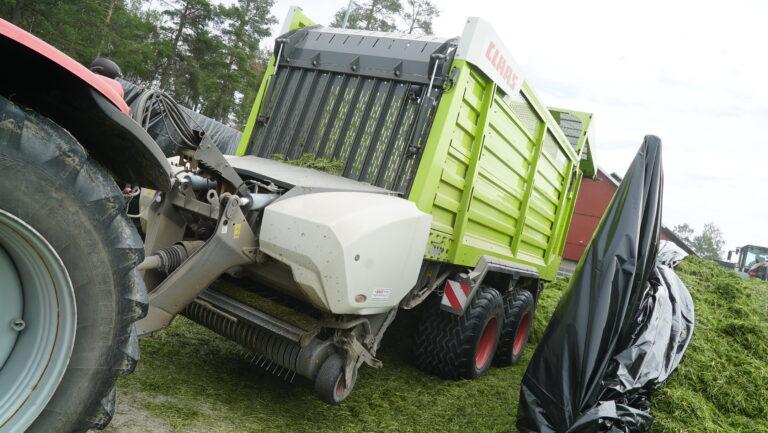 CARGOS er en såkalt kombivogn, som både kan nyttes som lessevogn med pick up og som transportvogn ved siden av en JAGUAR. For sistnevnte oppgaver er det mulig å avmontere pick up-en for å redusere vekt.