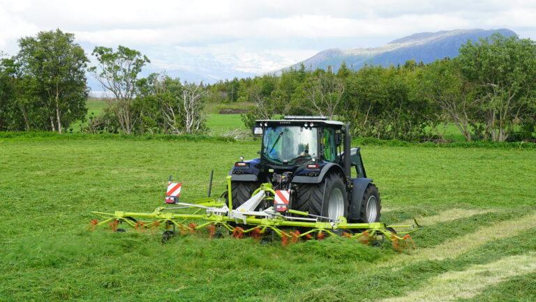 CLAAS VOLTO 800 har MAX SPREAD spredeteknikk hvor graset spres i et bredt bilde for et luftig og jevnt resultat.