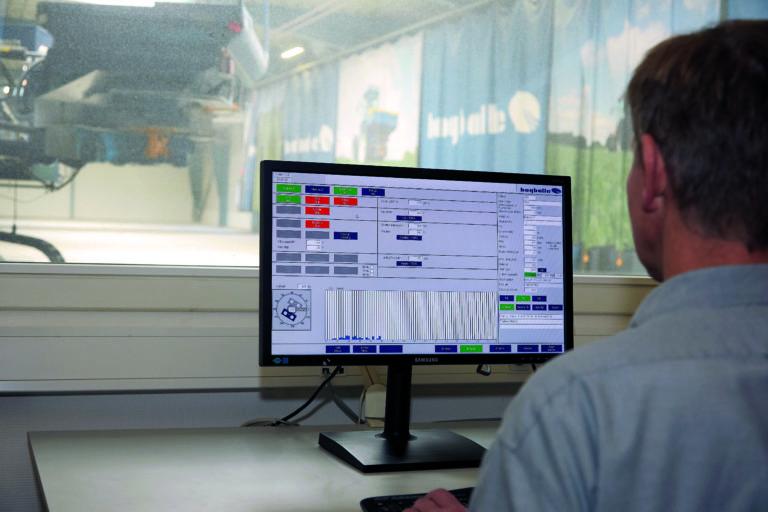 -Testansvarlig Hans Kristian Noe analyserer sprederesultatet av en 3D-test