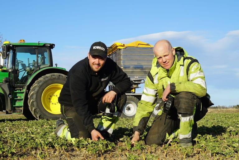 Sjåfør Øyvind Rogstad (t.v.) og Anders Wetlesen.