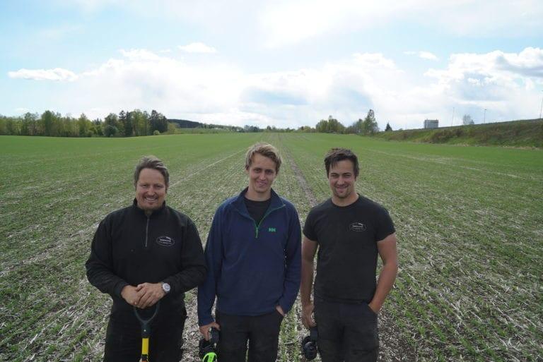 Håkon Huseby sammen med de to eldste sønnene Kristian og Knut Arne.